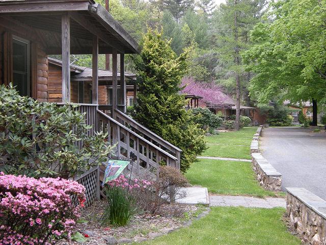 Brookside cabins luray va resort reviews for Shenandoah valley romantic cabins