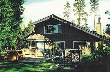 Lodge Exterior at DiamondStone Guest Lodges