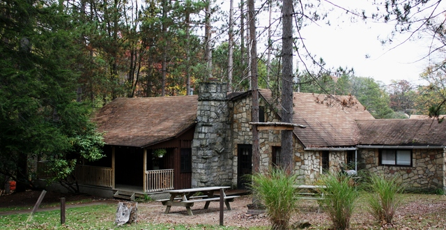 Whispering Oaks Cabins (Leeper, PA)