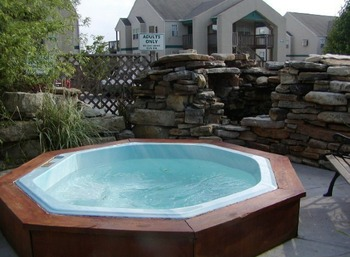 Hot tub at Eagles Nest Resort.