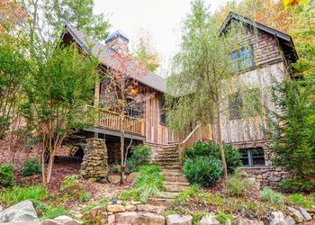 Exterior View of Stepping Stone Vacation Rentals - Greybeard Rentals