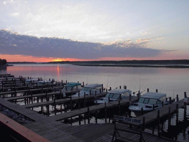 Border view lodge baudette mn resort reviews for Best fishing resorts in minnesota