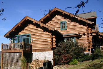 Exterior view at Wildberry Lodge.