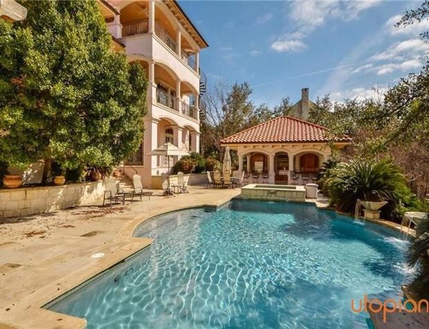 Utopian austin vacation rentals austin tx resort for Austin cabin rentals