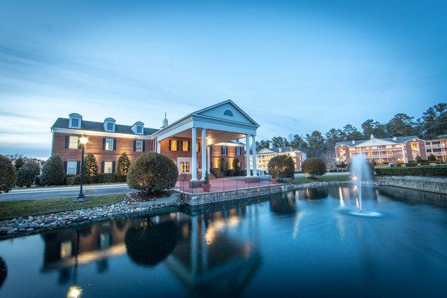 Exterior view of Holiday Inn Club Vacations Williamsburg Resort.