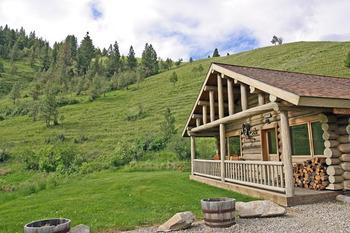 Cabin exterior at Rye Creek Lodge.