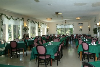 Dining room at Chestnut Grove Resort.