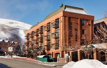 Exterior view of Shadow Ridge Resort Hotel and Conference Center.
