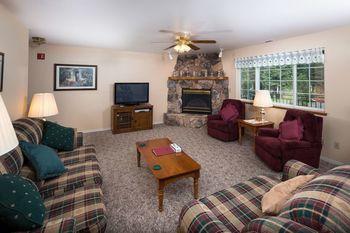 Guest living room at Alpen Rose Inn.