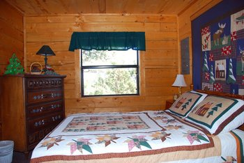 Cabin bedroom at Hummingbird Cabins.