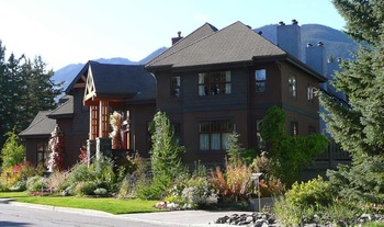 Exterior view of Buffaloberry B&B.