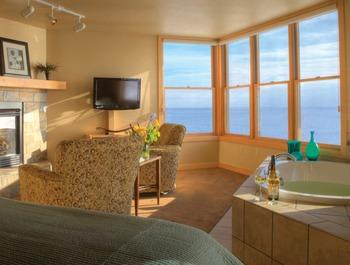 Master suite at Surfside on Lake Superior.