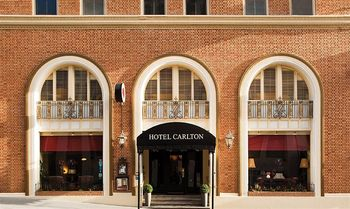 Exterior view of Hotel Carlton.