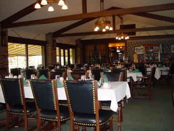 Dining at Lakewood Shores Resort.