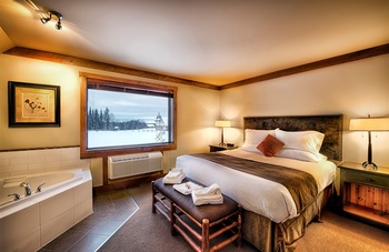 Jacuzzi suite at Elk Ridge Resort.