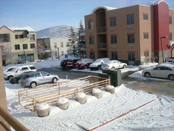 Exterior view of Blooming Resort Rentals.