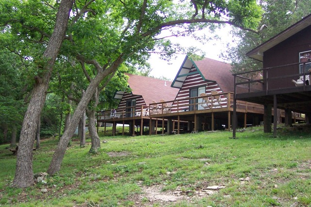 Calm waters resort branson mo resort reviews for Cabins near branson mo