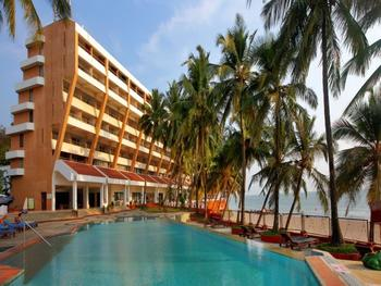 Exterior view of Bogmalo Beach Park Plaza Resort.