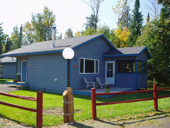 Exterior view of a Cabin at Mountain View Lodges.