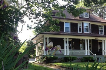 Exterior view of Lions Head Bed & Breakfast.