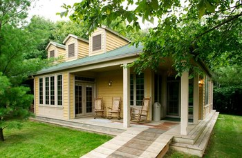 Cottage building featuring 3 individual King guestroom accommodations at Yarrow Golf & Conference Resort.