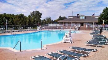 Outdoor pool at Inns of Geneva National.