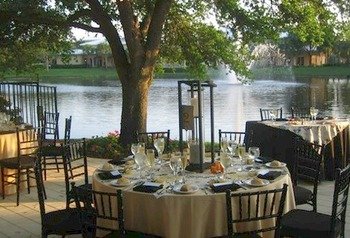 Outdoor dining at Inn at Pelican Bay.