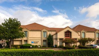 Exterior view of Hyatt Summerfield Suites Dallas/Las Colinas.