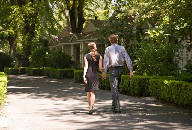 Romantic walks at Cottage Grove Inn.