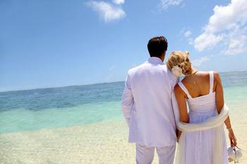 Beach wedding at Holiday Isle Properties.