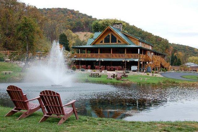Smoke hole caverns log cabin resort seneca rocks wv for Log cabin resorts