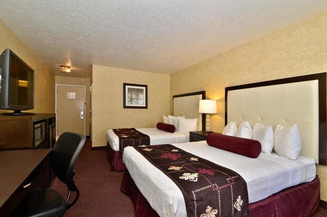 Two bed guest room at Best Western Coral Hills.