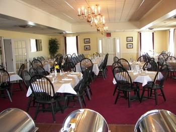 Dining at Shenvalee Golf Resort.