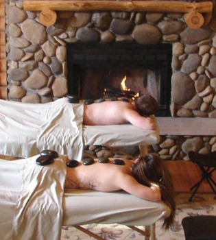 Couples massage at Cabins in Hocking.