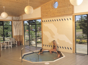 Indoor whirlpool at Cobblestone Cove Villas.