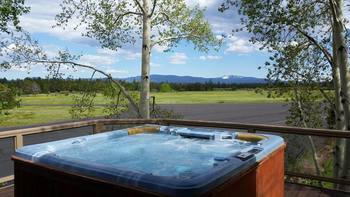Vacation rental hot tub at Discover Sunriver Vacation Rentals.