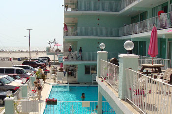 Outdoor pool at Four Winds of Wildwood Crest.