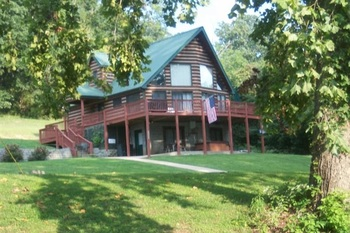 Exterior view of Papa Bear's River Cabin.